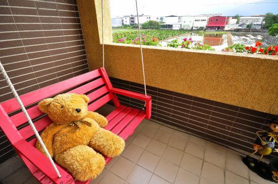 Happy Orange Homestay: 公共大廳及餐廳可提供使用