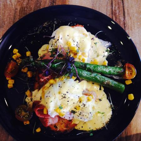 1982 Espresso: Eggs Benedict with  asparagus and bacon