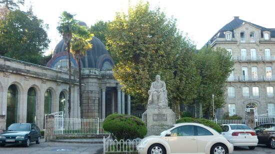 Balneario de Mondariz: A la izquierda, el Balneario