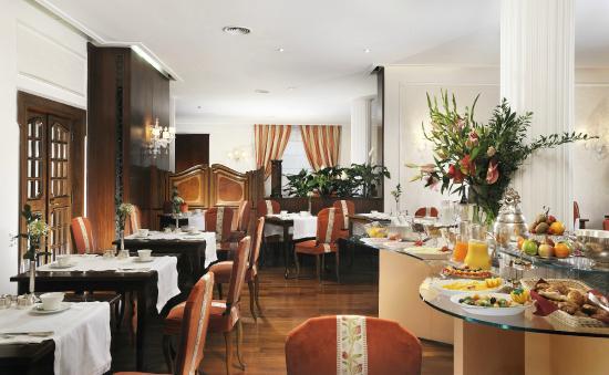 Hotel de La Ville: Breakfast Room
