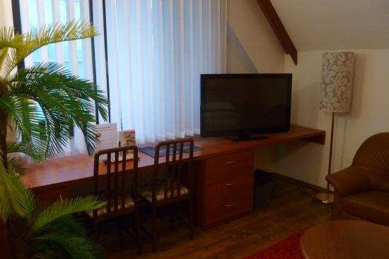 Hotel Radnice: An diesem Schreibtisch haben auch zwei Gäste Platz...