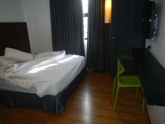 T Hotel Sungai Petani : Bed and room