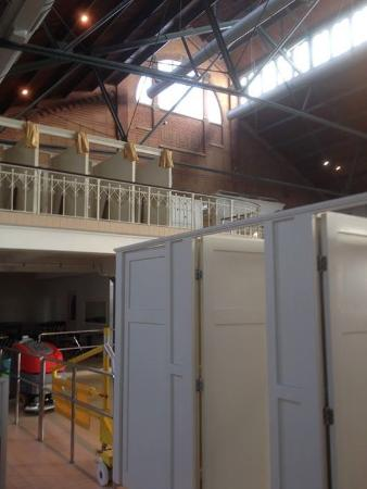 Zuiderbad (indoor): Changing booths are downstairs and upstairs