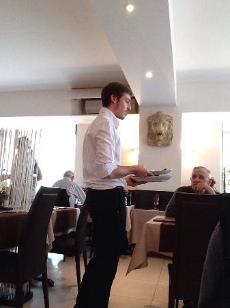 Dolce Vita : Photo de Luca notre serveur de ce jour, Strozzapretti alla Capone