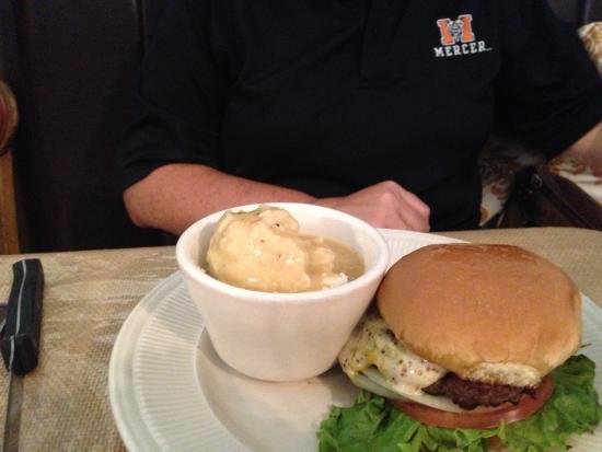 Saint George, Южная Каролина: Burger with Garlic Mash