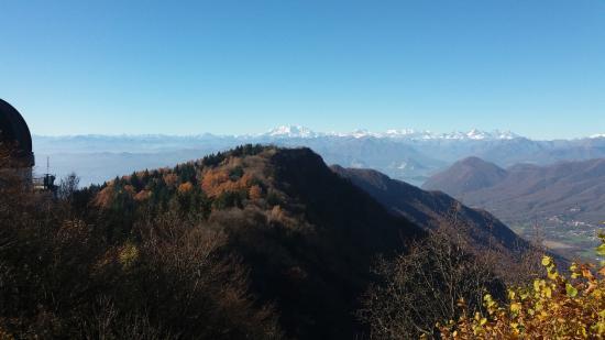 Province of Varese, Italie : dalla vetta di mezzo verso il Monte Rosa