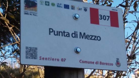 Province of Varese, Italy: cartello segnaletico del sentiero d'incontro per la vetta