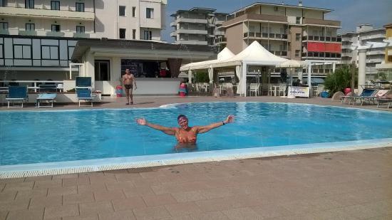 Bagno in piscina picture of hotel tokio home lido di - Bagno margarita lido di savio ...