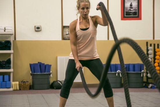 Tennessee Fitness Spa : Ropes in weight training class