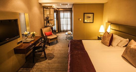 โรงแรมโคสท์แลนด์ออนเดอะริดจ์