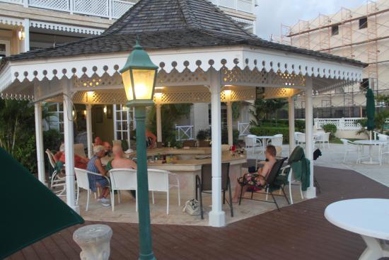 Coral Sands Beach Resort: beach bar