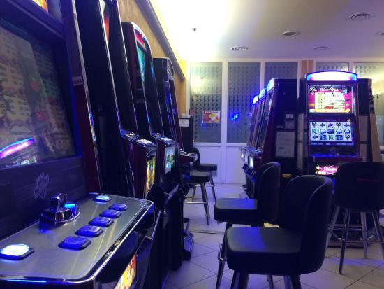 Sala Fumatori Malpensa : Sala slot machine sala fumatori foto di eurobar gravedona