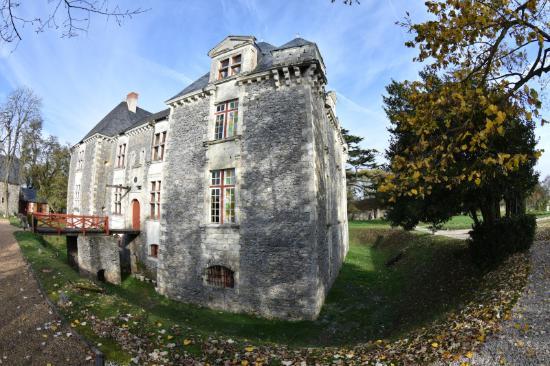 Saint-Aubin-de-Luigné, France : Vue du chateau