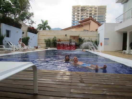 Santorini Hotel Boutique Santa Marta: Piscina al aire libre con cascadas de agua