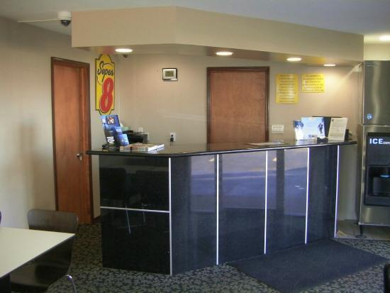 Super 8 Lafayette: Front Desk Area