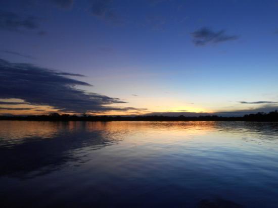 Jamu Lodge : Coucher de soleil sur cette fabuleuse lagune