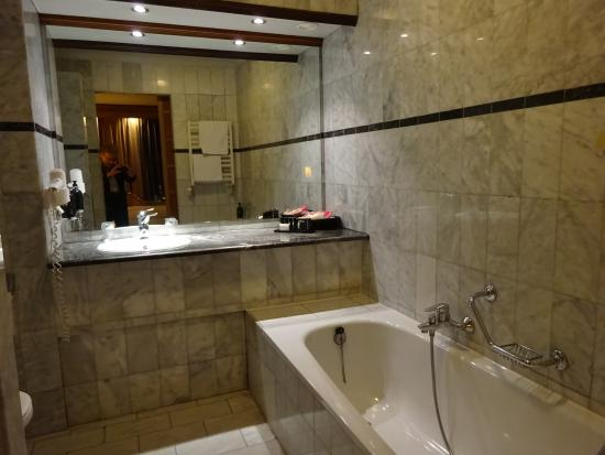 Luxe Badkamer Hotel : Luxe badkamer picture of van der valk hotel gladbeck tripadvisor