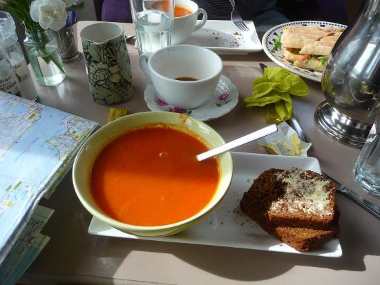Roundstone, Irlandia: delicious soup and warm bread!