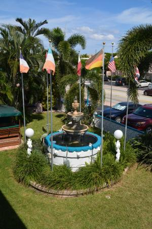 Horizon By The Sea Inn: Fountain Area