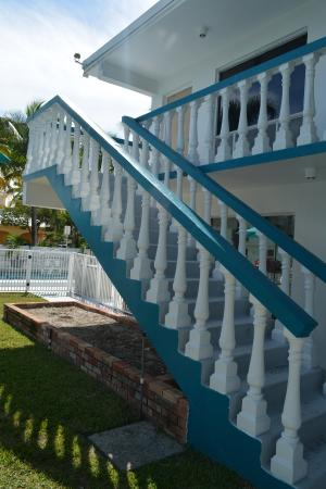 Horizon By The Sea Inn: Staircase