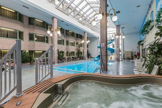 Piscine et spa photo de hotel rimouski rimouski for Piscine quebec