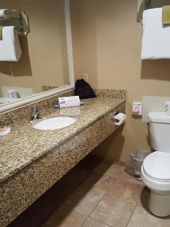 Port of Kimberling Marina & Resort: very nice bathroom