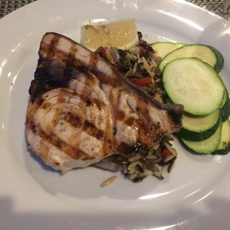Litchfield, Κονέκτικατ: swordfish with wild rice and zucchini