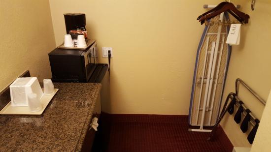 Hotel E Real: Stanzino tra bagno e camera