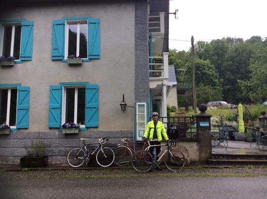 Biert, Frankrike: Outside Les Deux Velos