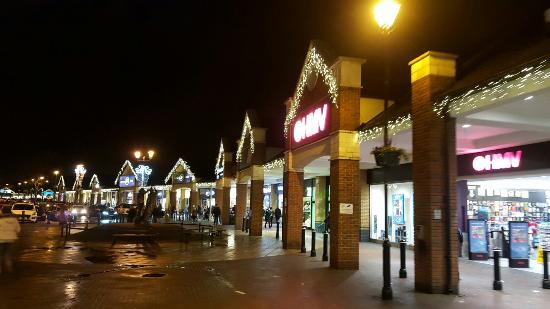 Staines, UK: Two Rivers Shopping Centre