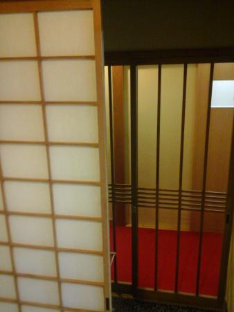 Nishikiro: door to room