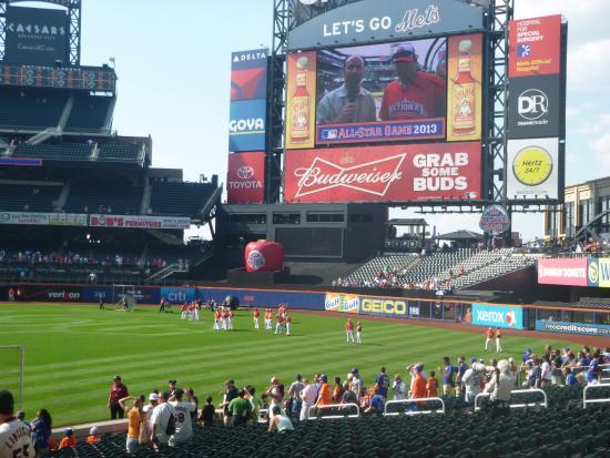 watching batting practice picture of citi field flushing rh tripadvisor com