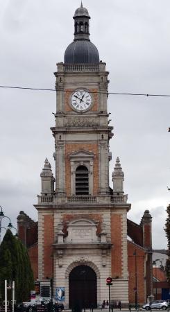Lens, فرنسا: Фасад церкви