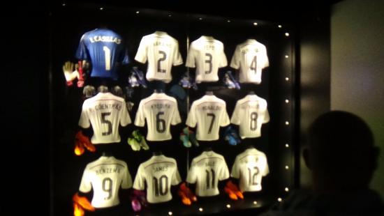 Museo Real Madrid.Museo Camisetas Del Equipo Actual Del Real Madrid Photo De Stadio