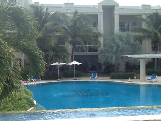 The Atrium Resort: Pool