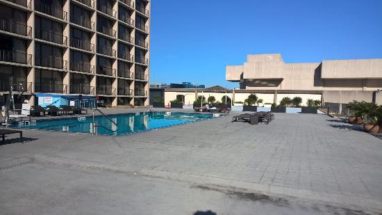 Westin Galleria Houston Hotel: The concrete desert with a pool