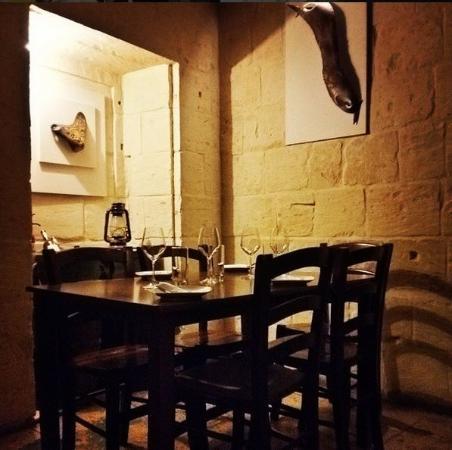 Fra Giuseppe Wine Bar : 5 Star Ambience !