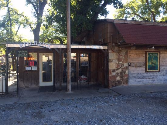 Riverside Cafe : Street view