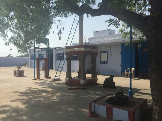 Dharapuram, India: Main Area in front of the temple
