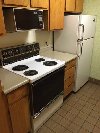 Garfield Suites Hotel : Kitchen