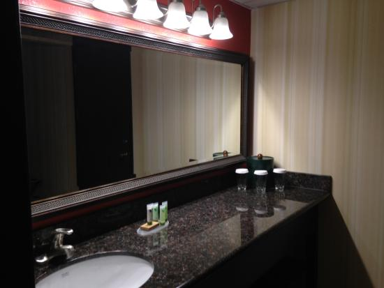 Bathroom picture of best western plus sutter house for Best western bathrooms