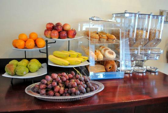 New Ashford, MA: Continental Breakfast