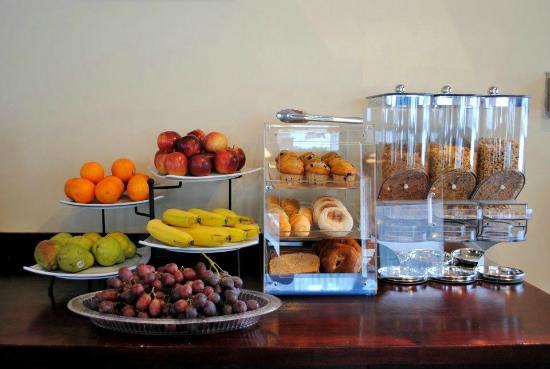 New Ashford, MA : Continental Breakfast
