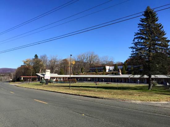 New Ashford, MA : Hotel & grounds
