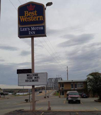 The inn is close to the missouri bridge picture of best for Best western lee s motor inn chamberlain sd