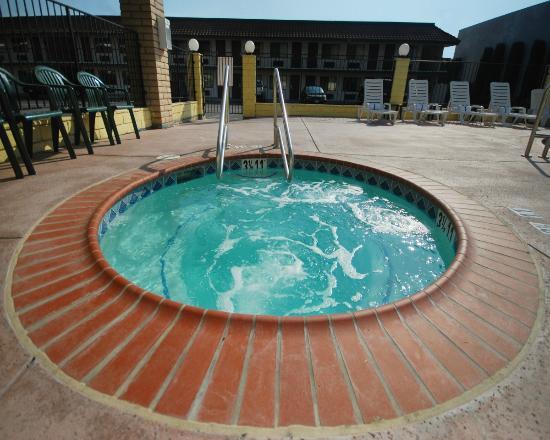 Comfort Inn Near Old Town Pasadena - Eagle Rock: Outdoor Tub - Spa