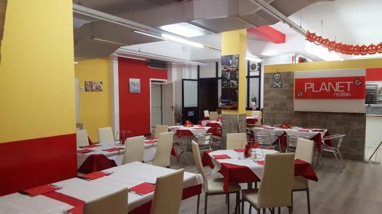 Miami Pizzeria Ristorante: Scorcio sala da pranzo con cucine e fumi aperti sulla sala e ventilatore estrazione aria spento