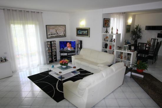 Soggiorno angolo TV - Picture of B&B Il Moai, Vitorchiano - TripAdvisor