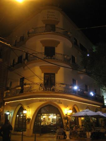 Hotel Conde de Penalba: Vista externa, noturna