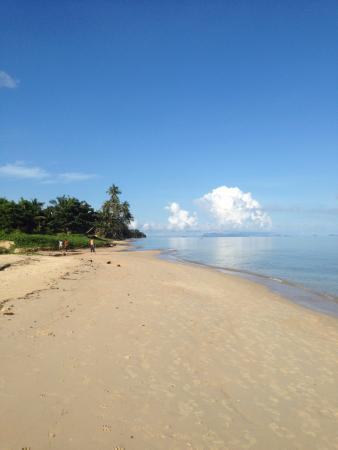 Bang Po Beach : beautiful on a sunny day